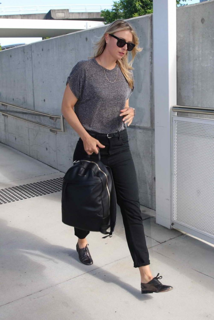 Maria Sharapova at Brisbane Airport 12/30/2015-3