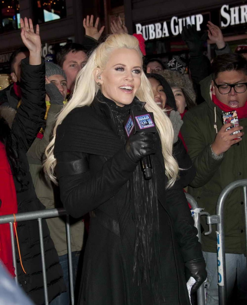Jenny McCarthy Celebrates 2016 New Year's Eve in Times Square 12/31/2015-1