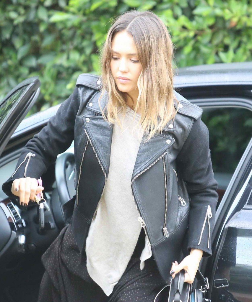 Jessica Alba Out in Beverly Hills 01/18/2016-1