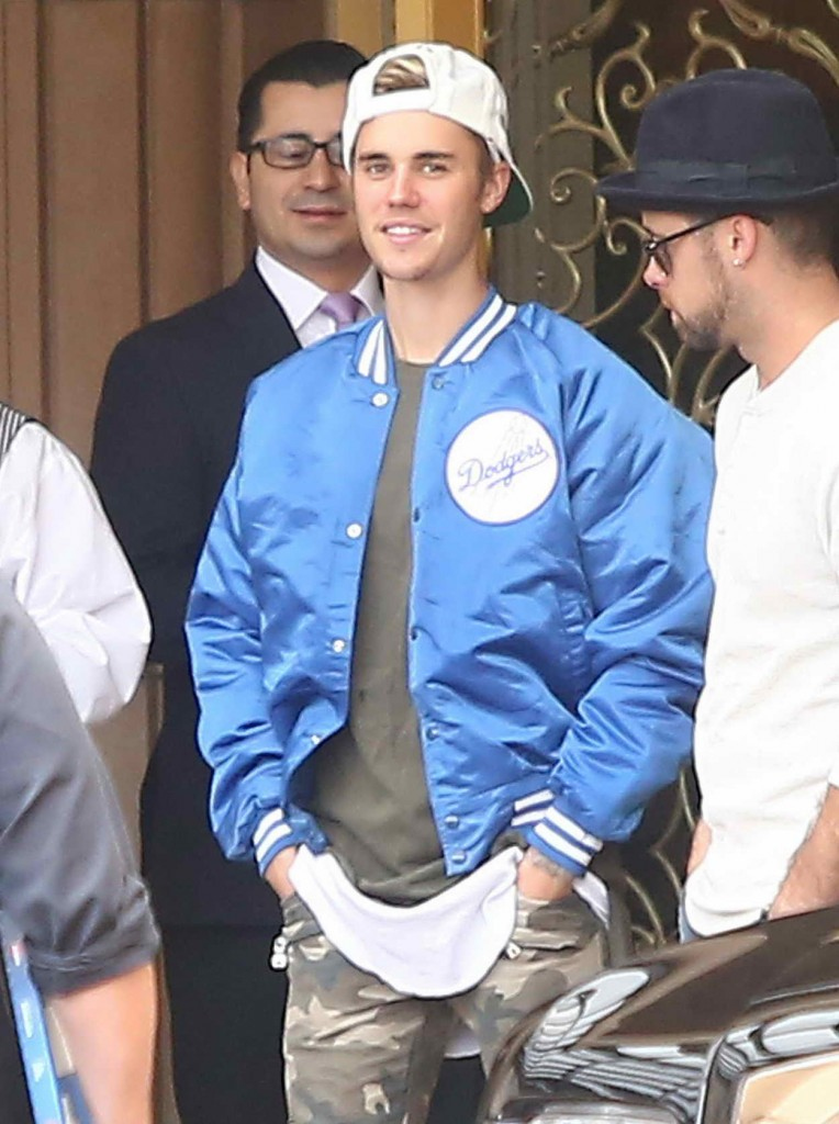 Justin Bieber Outside the Montage Hotel in Beverly Hills 01/09/2016-1