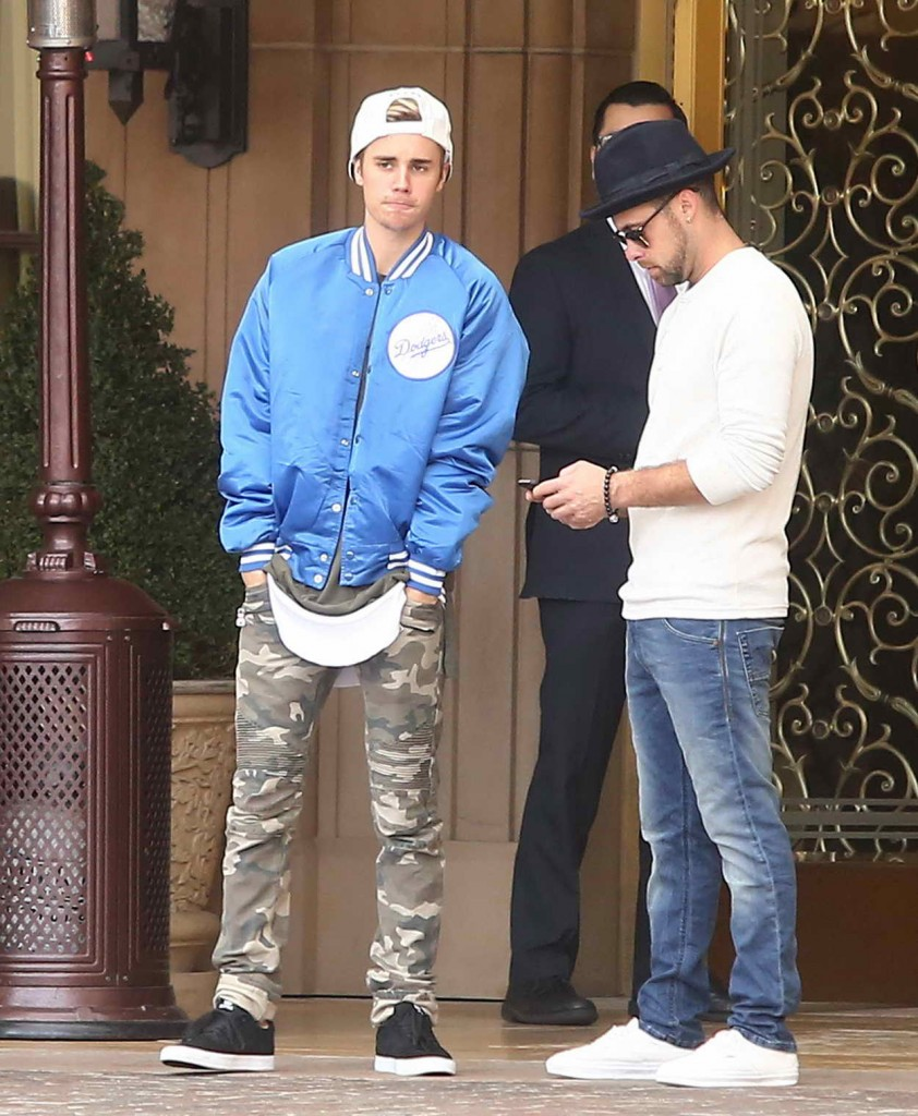 Justin Bieber Outside the Montage Hotel in Beverly Hills 01/09/2016-2