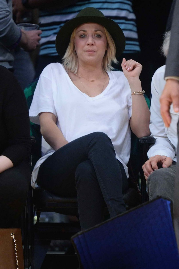 Kaley Cuoco Watch the LA Lakers vs. Housten Rockets at Staples Center in LA 01/17/2016-1