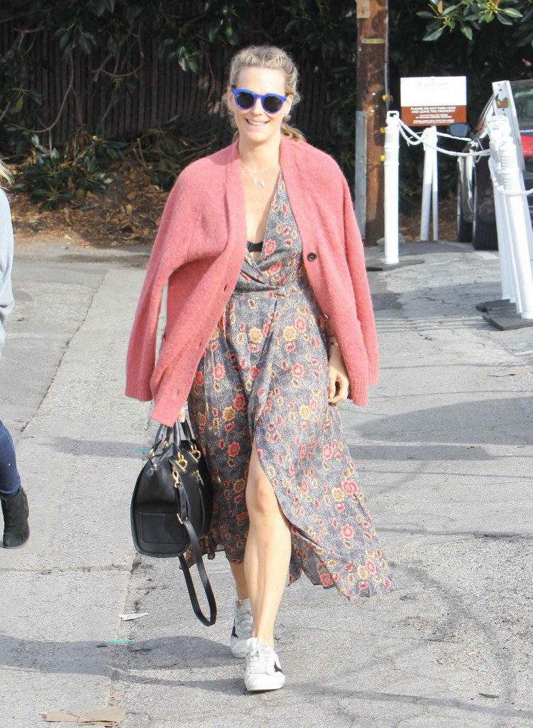 Molly Sims Out in Brentwood 01/15/2016-1