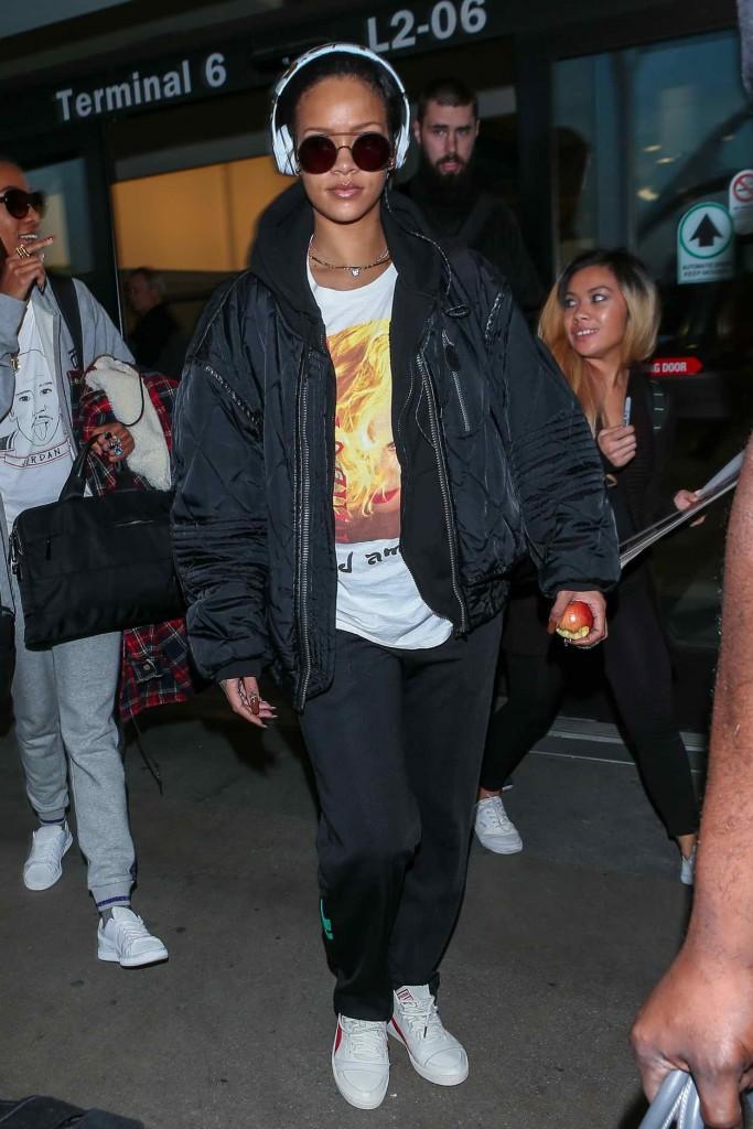 Rihanna at LAX Airport in Los Angeles 01/08/2016-1
