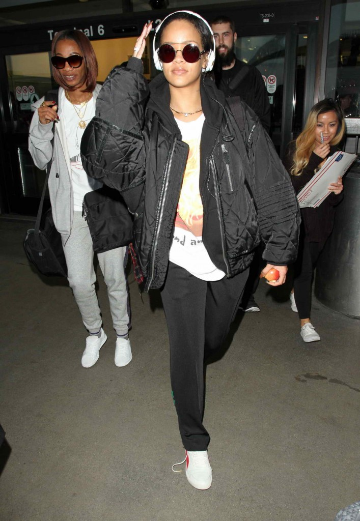 Rihanna at LAX Airport in Los Angeles 01/08/2016-3