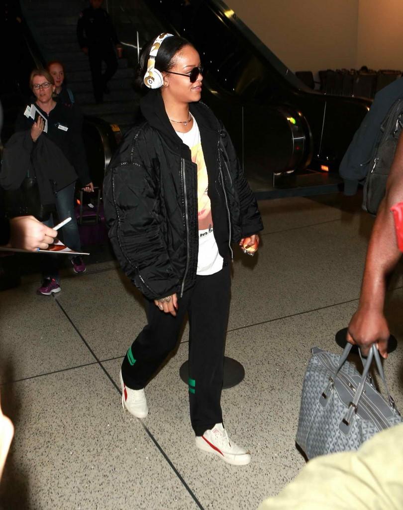 Rihanna at LAX Airport in Los Angeles 01/08/2016-4
