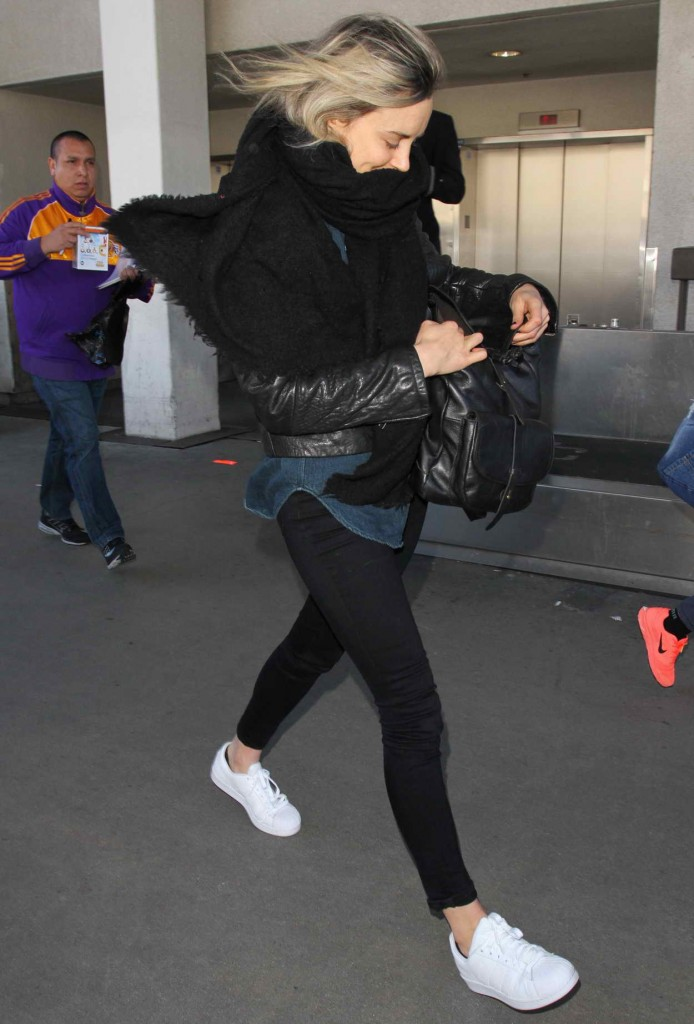 Taylor Schilling at LAX Airport in Los Angeles 01/07/2016-2