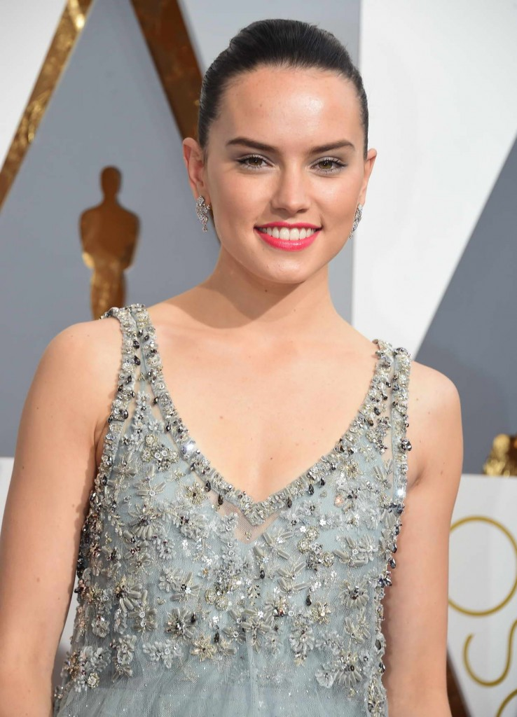 Daisy Ridley at 88th Annual Academy Awards in Hollywood 02/28/2016-4