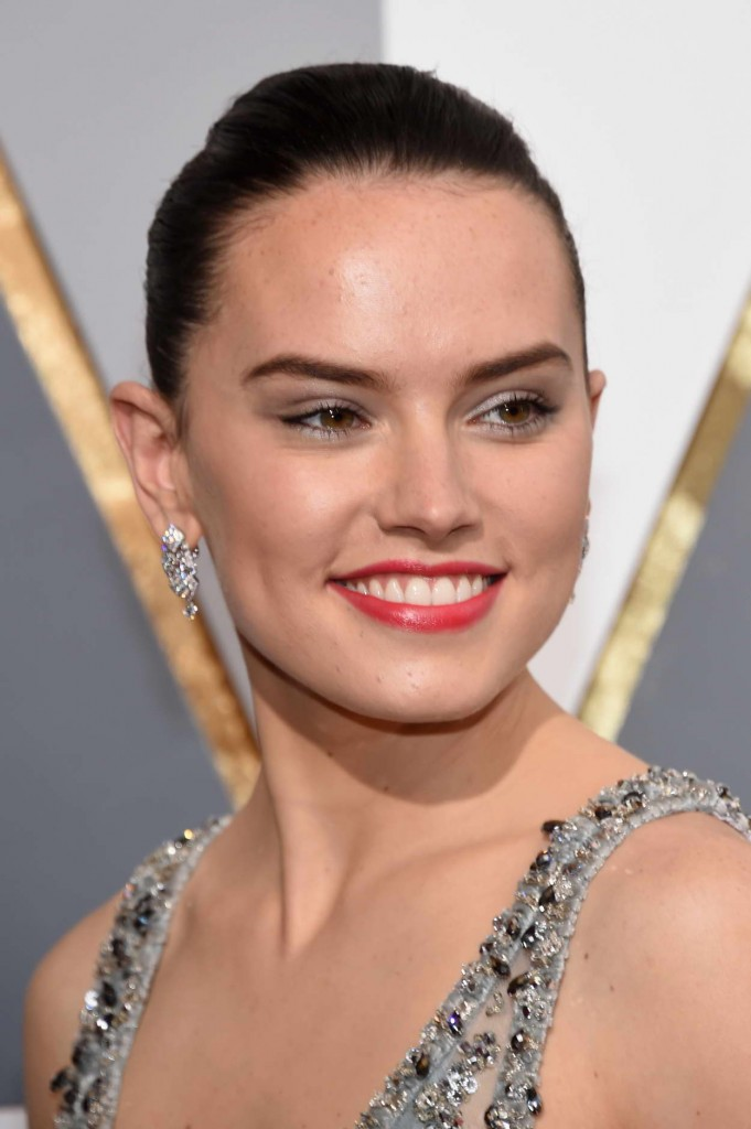 Daisy Ridley at 88th Annual Academy Awards in Hollywood 02/28/2016-5