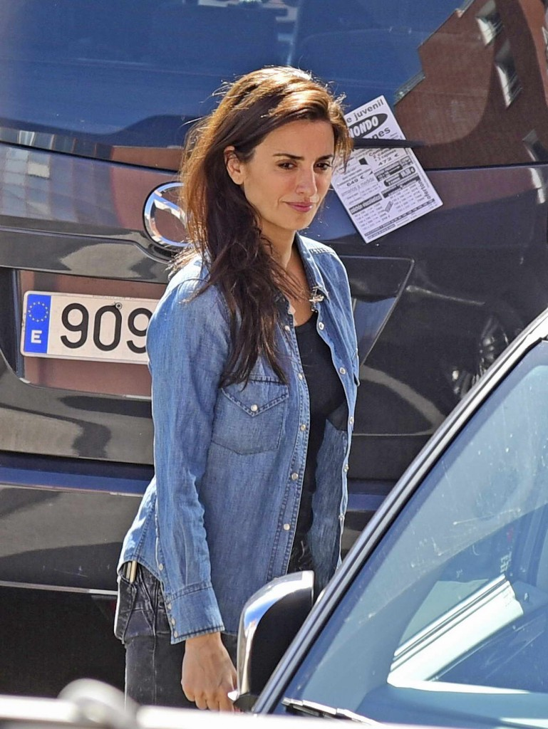 Penelope Cruz Leaving a Hospital in Madrid 02/23/2016-2