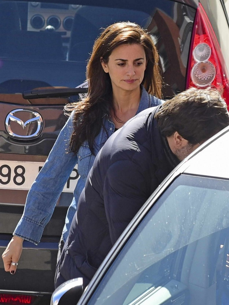 Penelope Cruz Leaving a Hospital in Madrid 02/23/2016-3