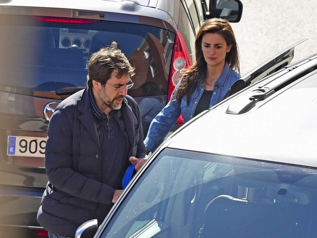 Penelope Cruz Leaving a Hospital in Madrid 02/23/2016-5