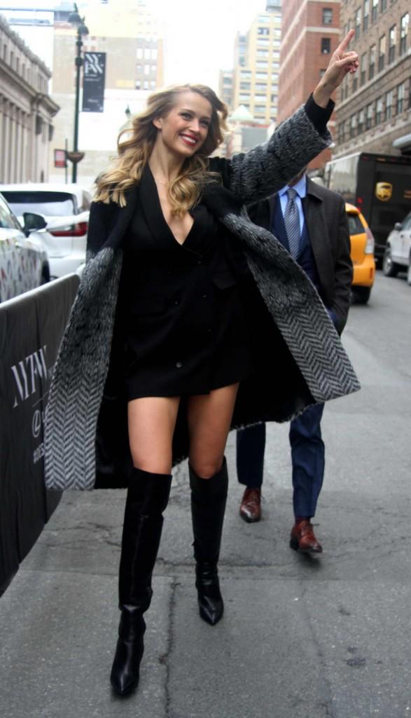 Petra Nemcova Hailing for a Cab in Manhattan 02/12/2016-2