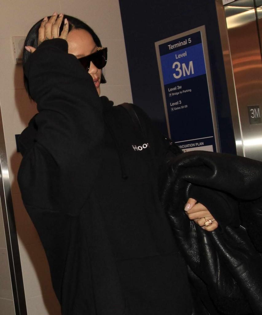 Rihanna at LAX Airport in Los Angeles 02/10/2016-3