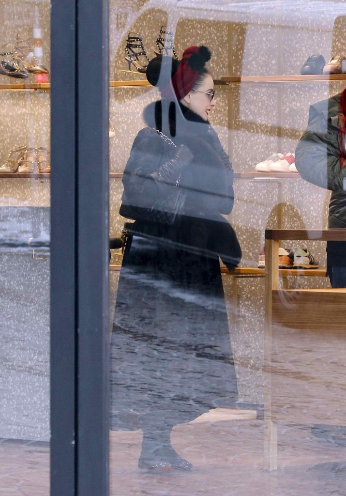 Dita Von Teese Shopping at the Valentino Store in St Moritz 03/09/2016-5