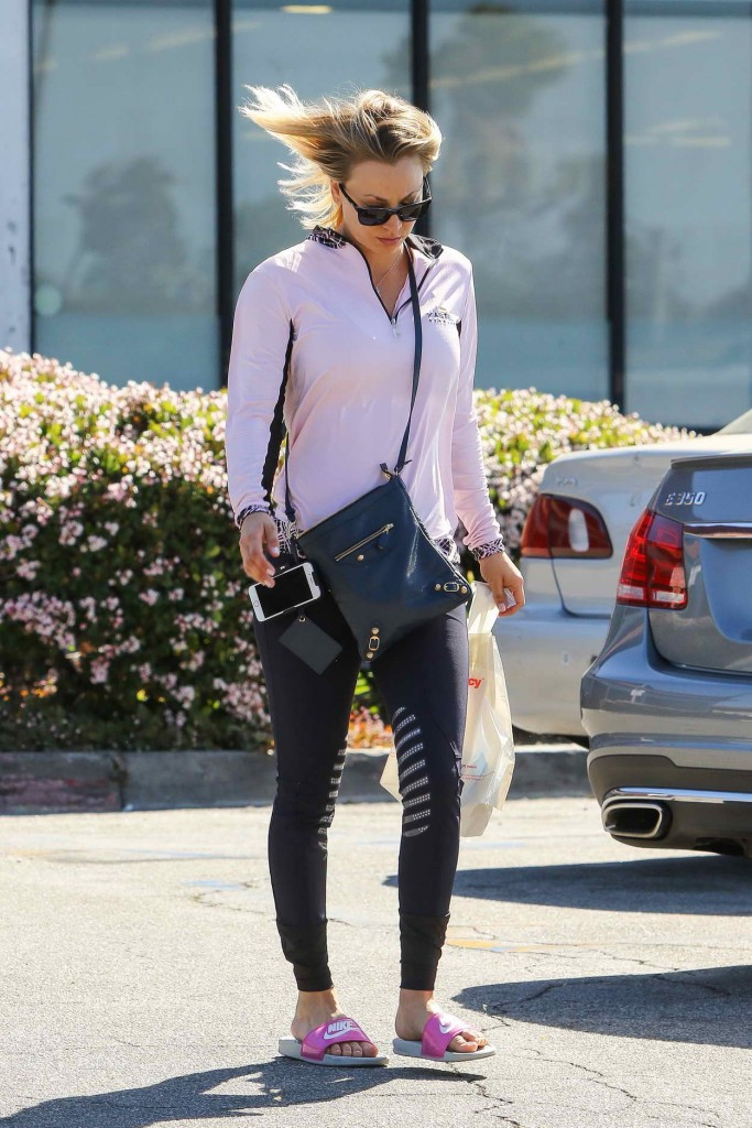 Kaley Cuoco Shops at CVS in Los Angeles 03/23/2016-3