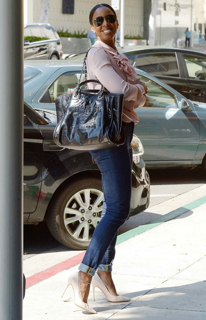 Kelly Rowland Out for Lunch in Beverly Hills 03/17/2016-3