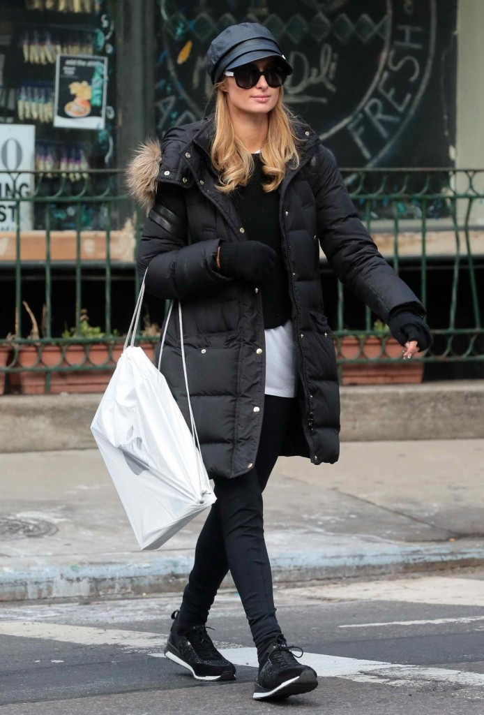 Paris Hilton Shopping at the Apple Storein New York 03/05/2016-1