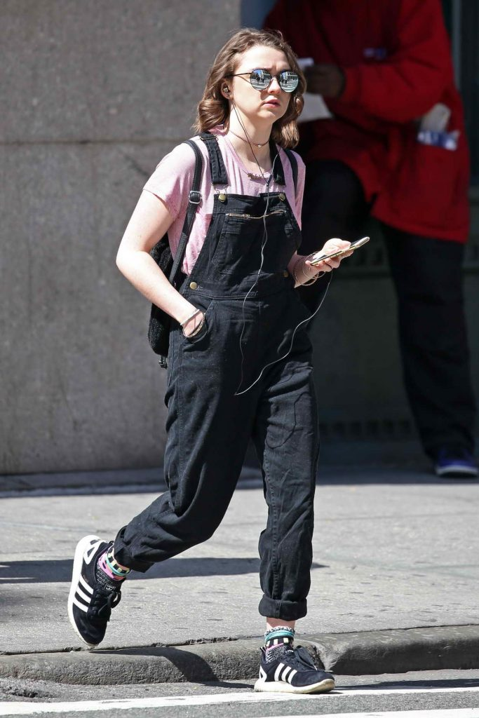 Maisie Williams Shopping in SoHo 04/16/2016-2
