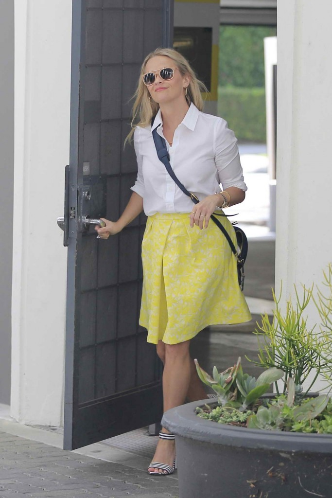Reese Witherspoon Visits an Office in Beverly Hills 04/14/2016-1