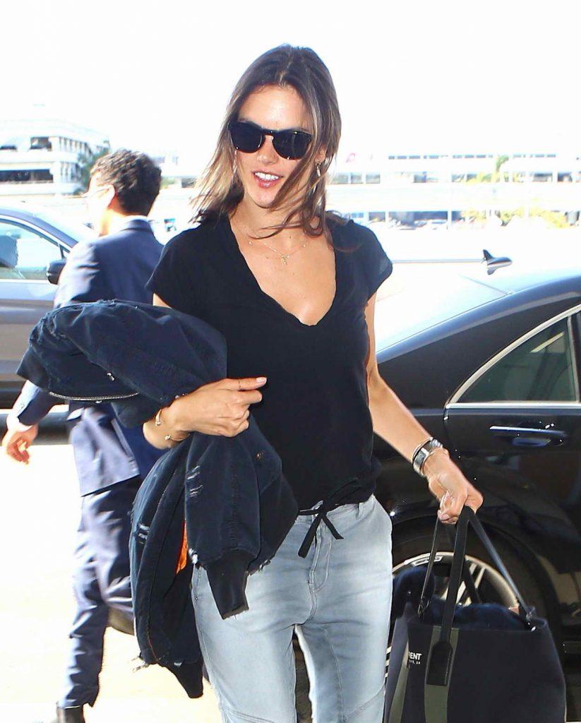 Alessandra Ambrosio Was Seen at LAX 05/16/2016-1