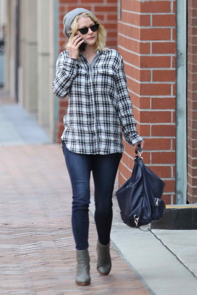 Emilie de Ravin Out and About in Beverly Hills 05/19/2016-1