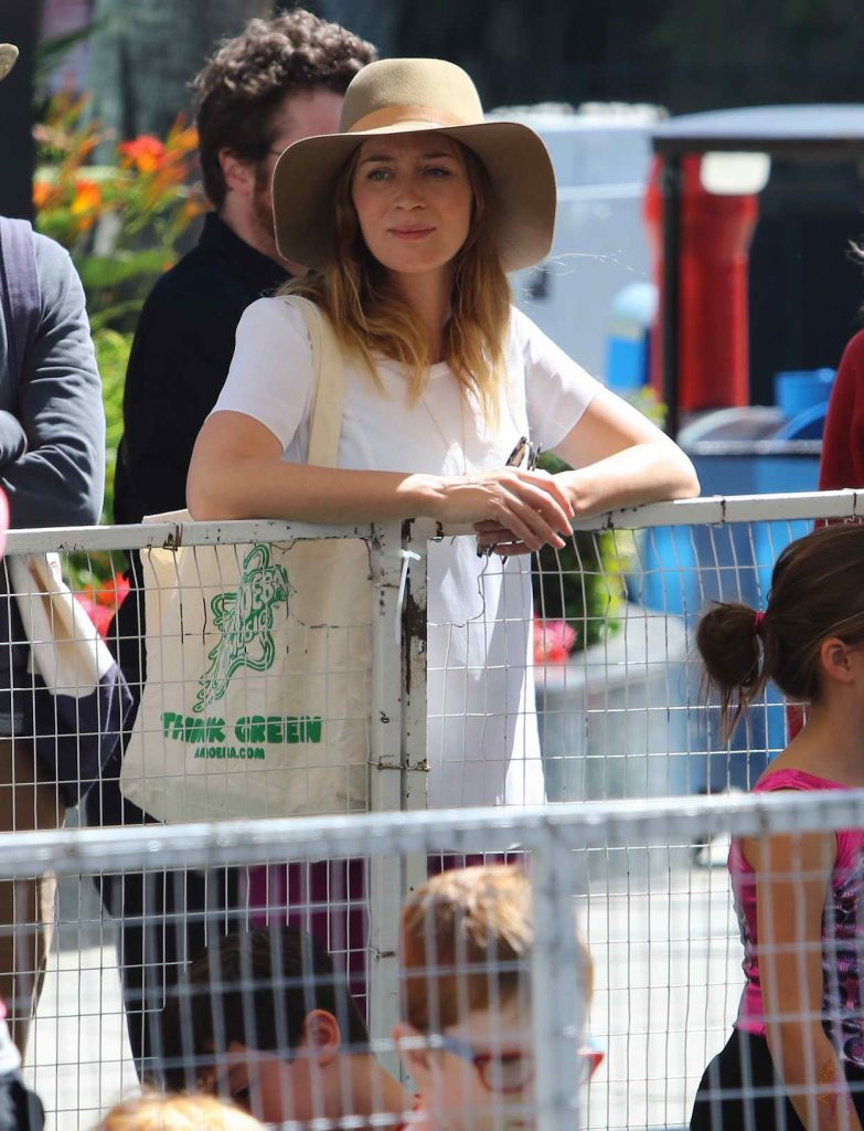 Emily Blunt Was Seen at Farmer's Market in Los Angeles 05/22/2016-1