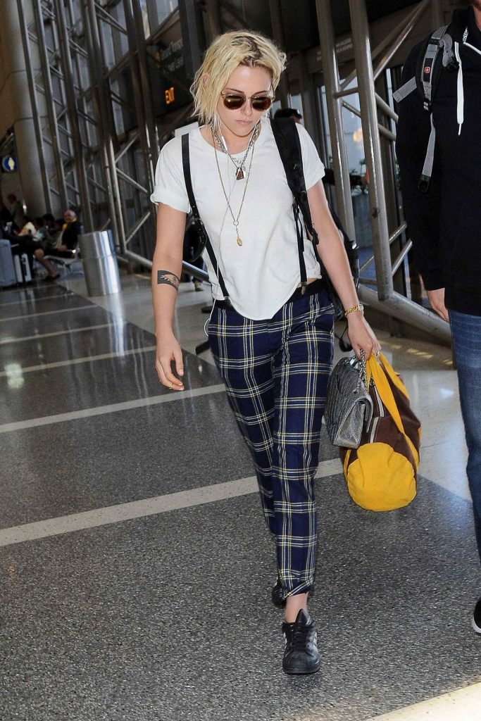 Kristen Stewart Was Seen at a LAX Airport 05/08/2016-1