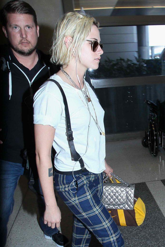 Kristen Stewart Was Seen at a LAX Airport 05/08/2016-3