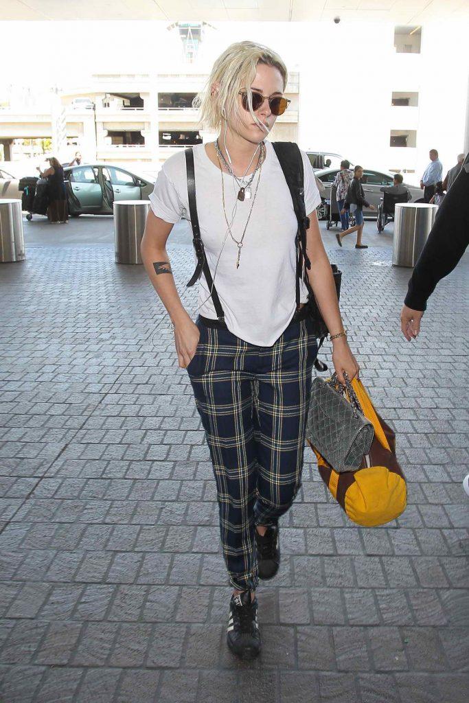 Kristen Stewart Was Seen at a LAX Airport 05/08/2016-5