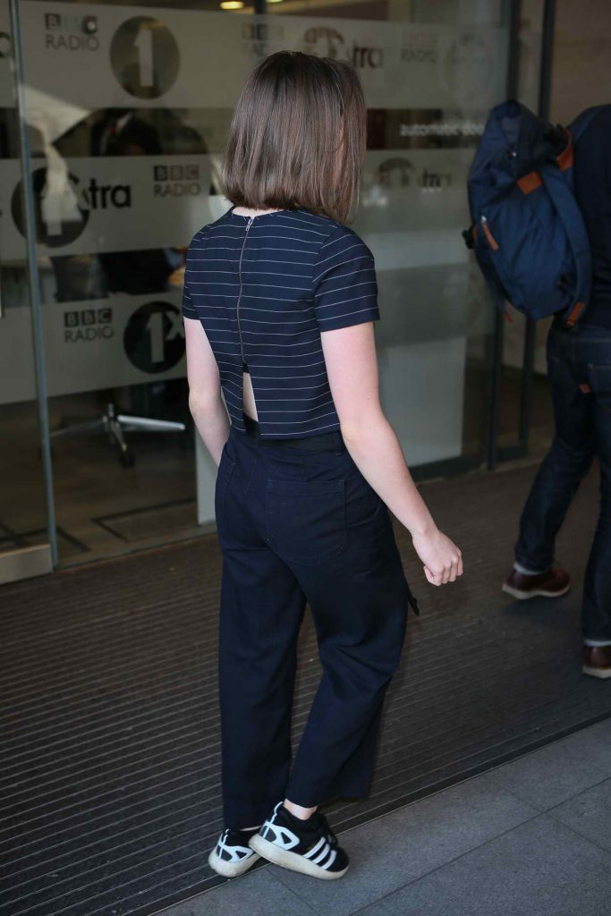 Maisie Williams Arrives at BBC Radio 1 Studios in London 05/05/2016-5