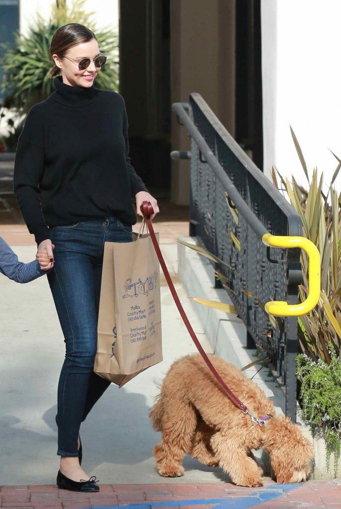 Miranda Kerr Shops in Malibu 05/04/2016-5