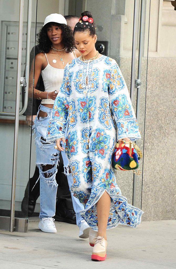 Rihanna Goes Shopping in SoHo, NYC 05/29/2016-2