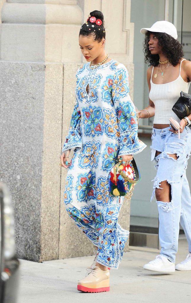 Rihanna Goes Shopping in SoHo, NYC 05/29/2016-3