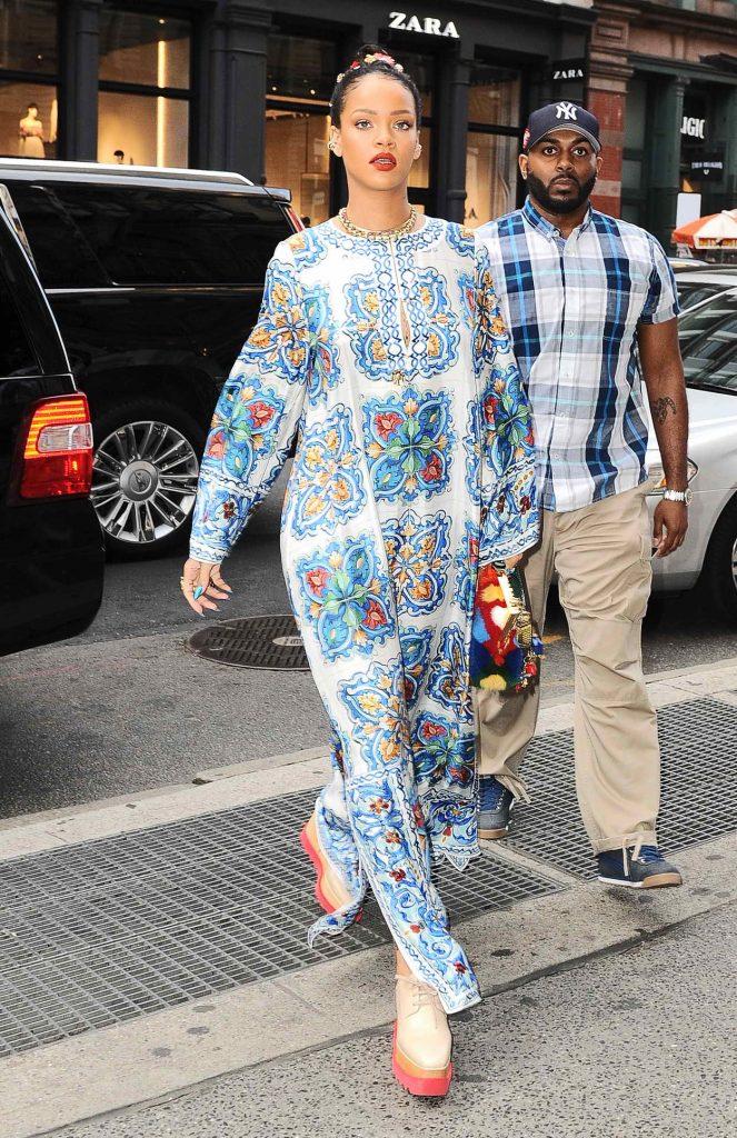 Rihanna Goes Shopping in SoHo, NYC 05/29/2016-4