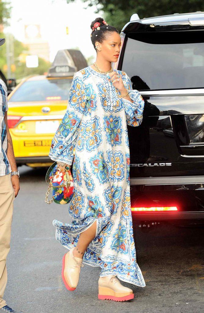 Rihanna Goes Shopping in SoHo, NYC 05/29/2016-5