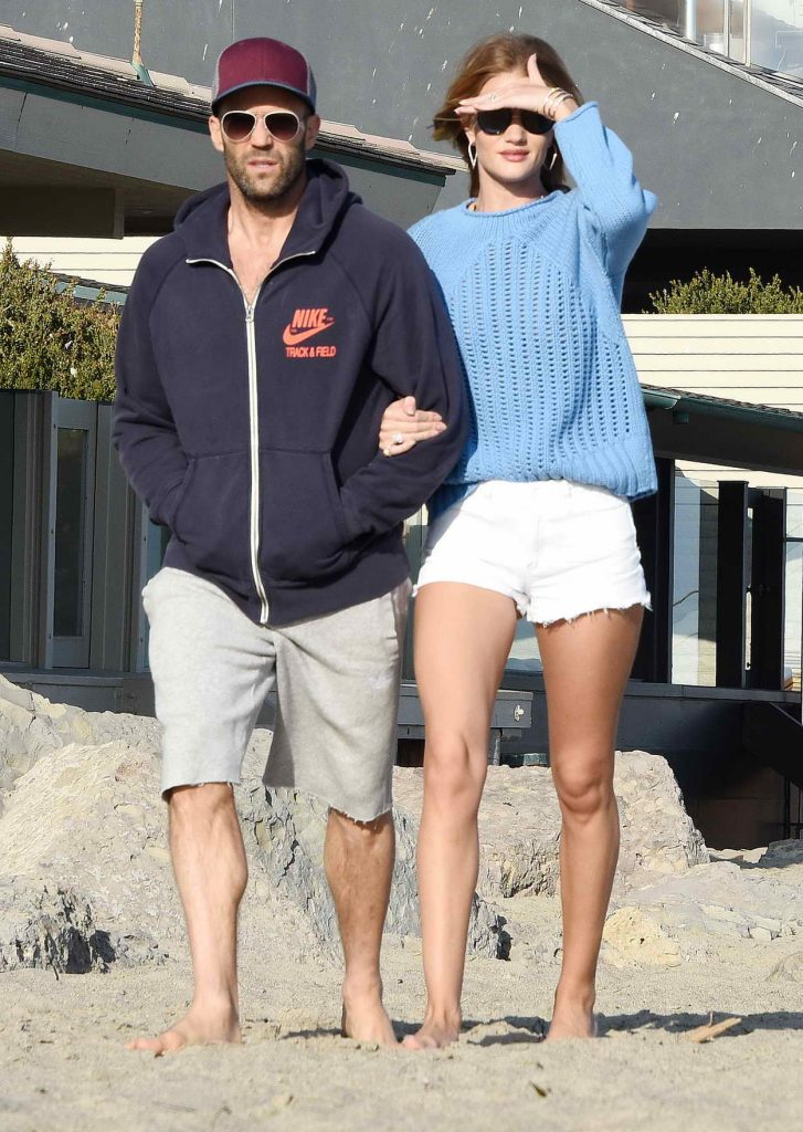 Rosie Huntington-Whiteley Was Strolling at the Beach in Malibu 05/29/2016-1
