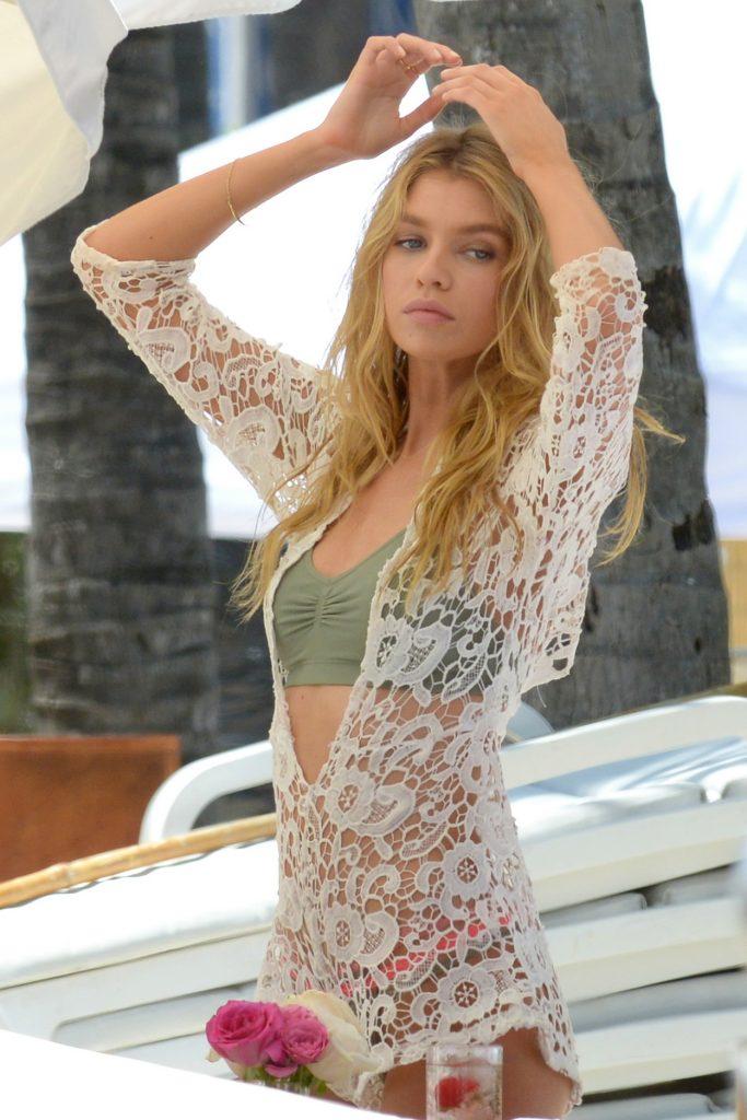 Stella Maxwell Modeled for Victoria's Secret on the Beach in Miami 05/10/2016-3