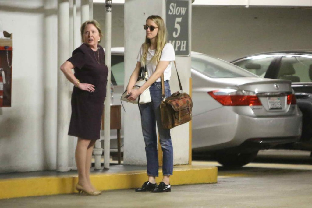 Amber Heard Visits the Law Offices of Gloria Allred in Los Angeles 06/03/2016-3