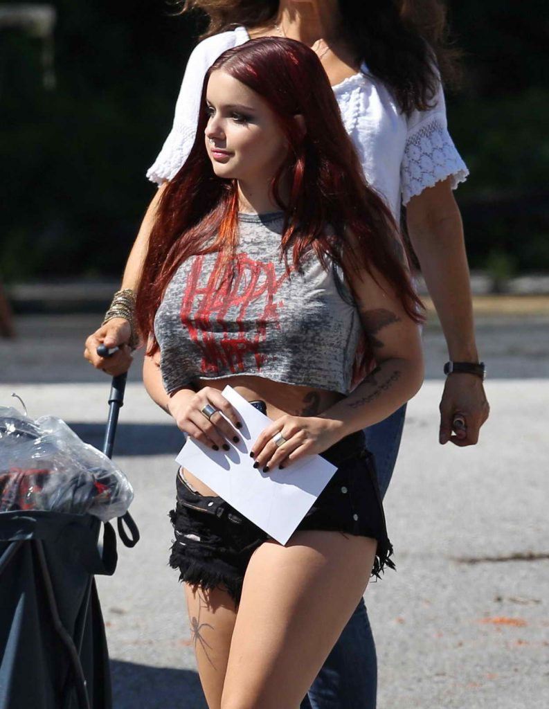 Ariel Winter on the Set of Dog Years in Nashville 06/07/2016-1