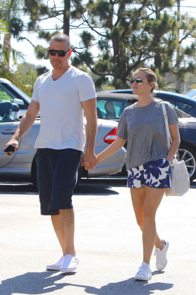 Reese Witherspoon Out in Beverly Hills 06/19/2016-1