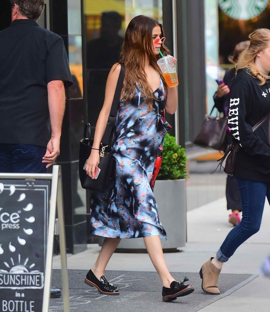 Selena Gomez Was Seen Outside Her Hotel in New York 06/01/2016-1