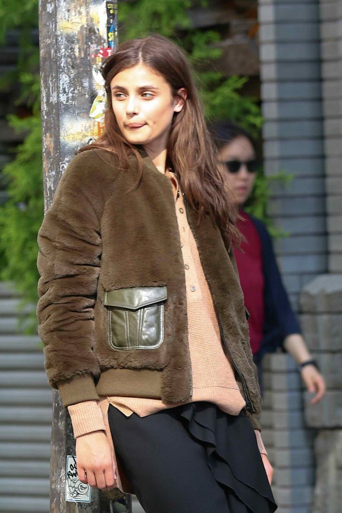 Taylor Hill Does a Photoshoot in New York City 06/01/2016-1