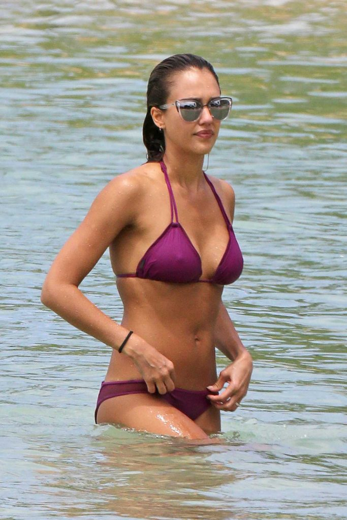 Jessica Alba in Bikini at the Beach in Hawaii 07/15/2016-1