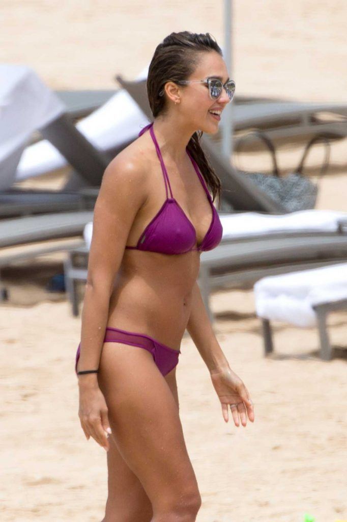 Jessica Alba in Bikini at the Beach in Hawaii 07/15/2016-3