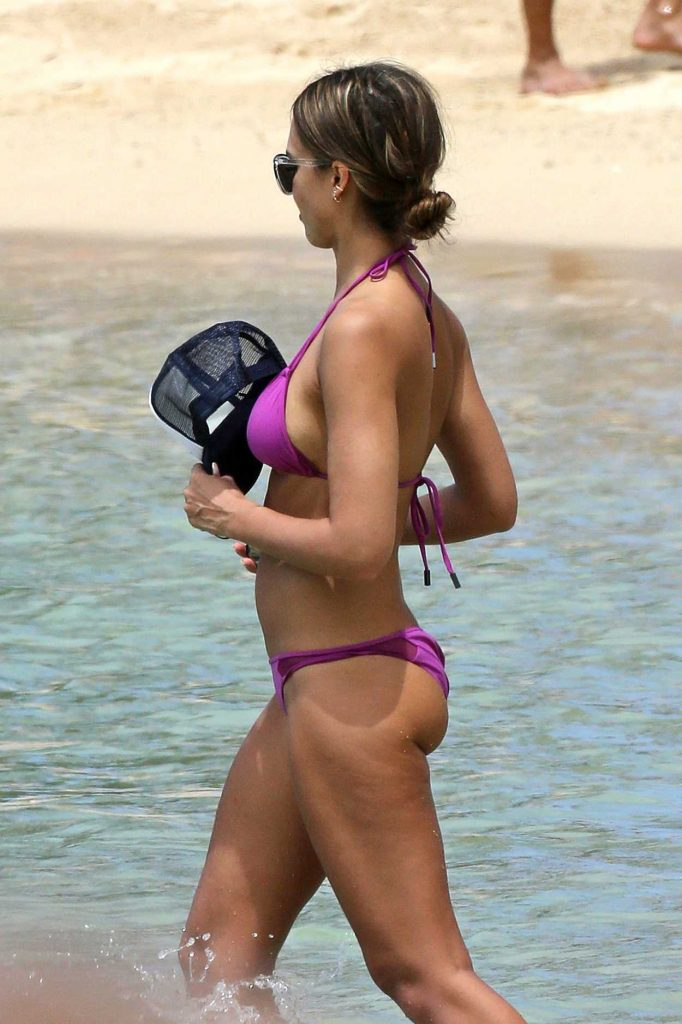 Jessica Alba in Bikini at the Beach in Hawaii 07/15/2016-4