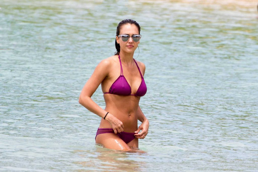 Jessica Alba in Bikini at the Beach in Hawaii 07/15/2016-5