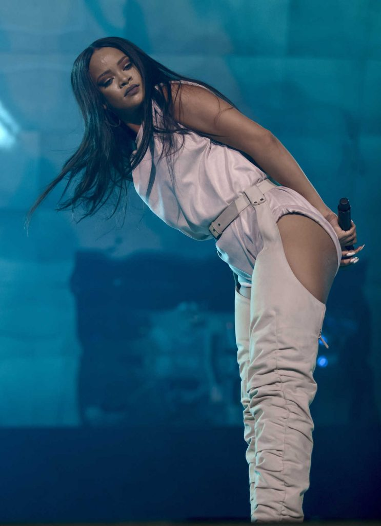 Rihanna Performs During Her Anti-World Tour in Stockholm 07/05/2016-3