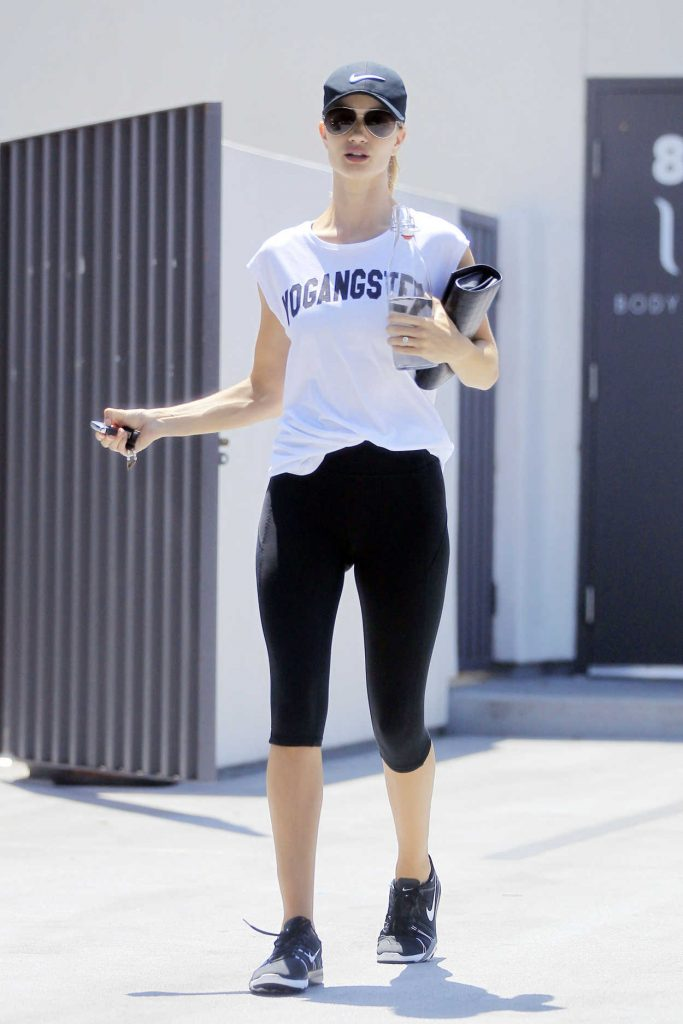 Rosie Huntington-Whiteley Was Seen Out in West Hollywood 07/15/2016-1