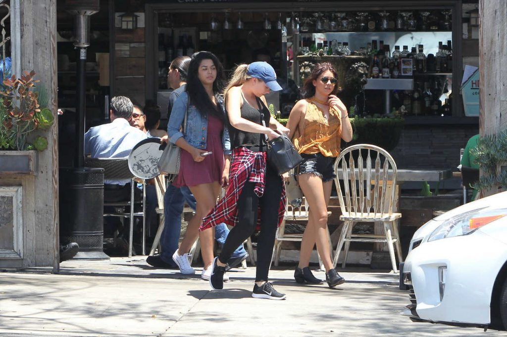 Sarah Hyland Was Seen Out in Los Feliz 07/07/2016-5